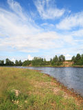 Onega riverbank in zonnige dag Stock Afbeelding