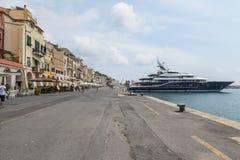 Oneglia五颜六色的房子和港口,统治权意大利 免版税库存图片