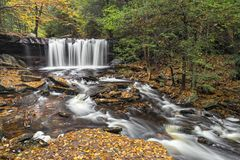 Oneida Falls Autumn - Ricketts-Schlucht Lizenzfreie Stockfotografie