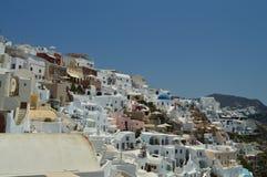 Oneindig Hellingshoogtepunt van Typische Witte en Blauwe Huizen in de Mooie Stad van Oia op het Eiland Santorini Architectuur, la stock foto's