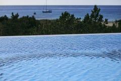 Oneindig zwembad stock fotografie