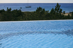 Oneindig zwembad in formentera royalty-vrije stock foto