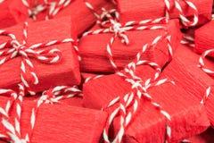 Oneindige berg van rode giftdozen Stock Fotografie