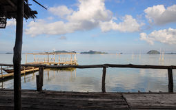Onely παλαιό μια δίοδος πέρα από μια αποβάθρα λιμνών στοκ φωτογραφία με δικαίωμα ελεύθερης χρήσης
