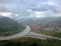 Onfluence ¡ Ð рек Aragvi и Kura в Mtskheta, Georgia Стоковое фото RF