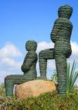 Ongebruikelijk beeldhouwwerk in het park stock afbeelding