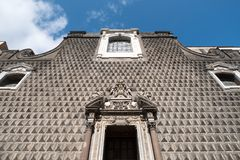 Ongebruikelijk metselwerk op de voorvoorgevel van de Kerk van Gesà ¹ Nuovo, Chiesa del Gesà ¹ Nuovo, Napels Italië stock afbeeldingen