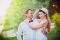 Ongebruikelijke bruid en bruidegom Stock Foto