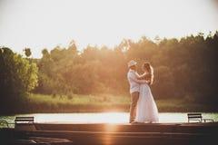 Ongebruikelijke bruid en bruidegom Royalty-vrije Stock Afbeelding