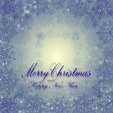 Ongebruikelijke de winterkaart met Vrolijke Kerstmis, blauwe sneeuwvlokken stock afbeeldingen