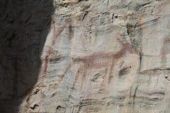 Ongebruikelijke dierlijke Native American-Rotskunst in Noordwestelijk Montana stock afbeelding