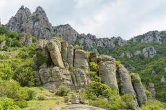 Ongebruikelijke rotsen in de Vallei van Spoken, Demerdzhi-berg, Misdaad Stock Foto's
