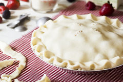 Ongekookt Gemengd Berry Pie met Ingrediënten Stock Afbeelding