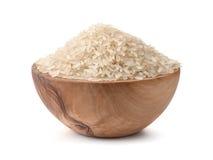 Ongekookte droge rijst in houten kom stock fotografie