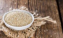 Ongekookte quinoa Royalty-vrije Stock Afbeeldingen