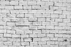Ongelijke metselwerkbakstenen muur in zwart-wit Stock Afbeelding