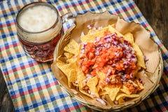 Ongelooflijk gediende nachos royalty-vrije stock fotografie