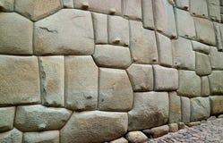 Ongelooflijk Inca Wall op de Straat van Hatun Rumiyoc, Beroemde Oude Straat in Cusco, Peru, Zuid-Amerika, Archeologische plaats stock foto's