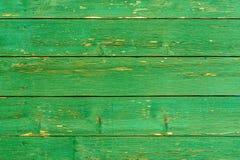 Ongelooflijk mooie oude textuur van een groene houten muur met gebarsten verf royalty-vrije stock afbeeldingen