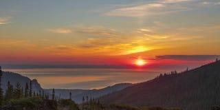 Ongelooflijk mooie timelapse van zonsopgang over het overzees stock videobeelden