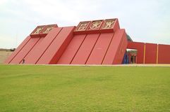 Ongelooflijke Koninklijke Graven van Sipan-Museum met Zijn Overweldigende Buitenkant, Lambayeque, Chiclayo, Peru stock foto