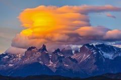 Ongelooflijke zonsondergang in het park Torres del Paine Stock Afbeeldingen