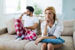 Ongelukkig echtpaar op rand van scheiding toe te schrijven aan impotentie royalty-vrije stock foto's