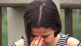 Ongelukkig en Hopeloos Tienermeisje stock video
