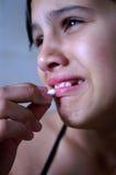 Ongelukkig kind dat een pil neemt Stock Afbeeldingen