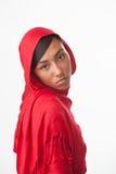 Ongelukkig meisje in rode hijab stock fotografie