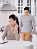 Ongelukkig paar in de keuken Royalty-vrije Stock Fotografie