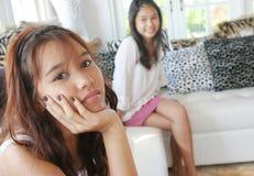 Ongelukkige Aziatische tiener stock foto's