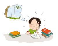 Ongelukkige en vermoeide jongen die voor schoolexamen voorbereidingen treffen, het schrijven thuiswerk, droevig voelen en het dro stock foto