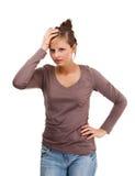 Gedeprimeerde jonge die vrouw op witte achtergrond wordt geïsoleerdw Stock Fotografie