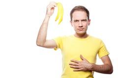 Ongelukkige jongen met bananeschil royalty-vrije stock afbeeldingen