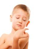 Ongelukkige kinduitdrukking Droevige slaperig weinig jongen royalty-vrije stock fotografie
