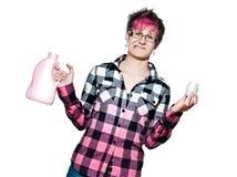 Ongelukkige vrouw met detergens royalty-vrije stock afbeeldingen