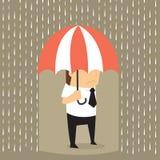 Ongelukkige zakenman die het natte van regenen in plaats daarvan hij zijn holding um Stock Afbeeldingen