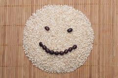 Ongepelde rijst en rode bonen Stock Foto's