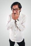 Ongerust gemaakte Aziatische Zakenman in Doen schrikken Gebaar royalty-vrije stock fotografie