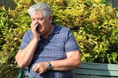 Ongerust gemaakte bejaarde. Royalty-vrije Stock Foto