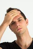 Ongerust gemaakte jonge mens met hand op hoofd Royalty-vrije Stock Foto's