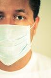 Ongerust gemaakte mens die masker draagt Royalty-vrije Stock Foto