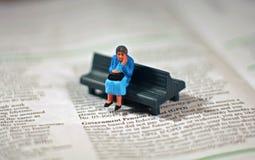 Ongerust gemaakte oude vrouw - pensioen Stock Foto's