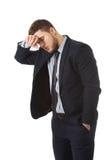 Ongerust gemaakte zakenman wat betreft zijn voorhoofd stock foto
