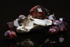 Ongesneden Garnet Stones Closeup royalty-vrije stock foto's
