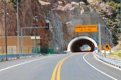 Ongeveer aan crusar de tunnel Stock Foto