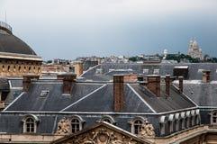 Ongeveer de daken van Parijs stock afbeelding