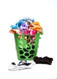 Ongewassen doek in mand stock foto