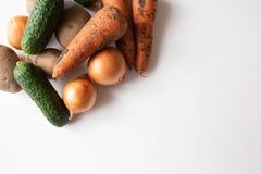 Ongewassen groenten op witte lijst royalty-vrije stock foto